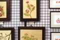白馬を代表する木彫作家、丸山譲さん・和之さん親子の作品を展示、販売しています。野の草木をモチーフにしたり、レリーフの壁掛けやボタニカル・アート作品などが揃います。