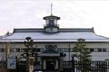 県宝の山辺学校は、今に残る数少ない明治初期の校舎で、和洋両様の建築物です。現在は資料館として教育、産業、歴史、民俗などのテーマに沿って貴重な資料を展示している。