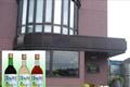 信濃の大自然が織り成す妙味は、当地特有の気候風土が醸す個性豊かな大地の恵み「信濃ワイン」「信濃ブランデー」「信濃ジュース」となって全国各地の多くのファンを魅了しています。「安曇野散歩」の赤はコンコード葡萄から造られフルーティなライトボディ、白はナイヤガラ葡萄から造られ、華やかな香りのすっきり辛口、ロゼはコンコードとナイアガラの爽やかな甘口です。