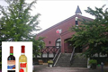 安曇野の大自然の中で栽培されたブドウを原料に、自社工場で醸造された個性豊かなワインを取り扱っています。サロン風の販売所では、自由に試飲することができます。