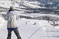 岩岳スキー場のおすすめは山頂からの白馬三山や戸隠連峰、白馬村全体を望む360°の素晴らしい景色。そして、自然の地形を活かしたコースは豊富 なバリエーションで、あらゆる滑りが堪能できます。またこのスキー場には、スノーシューやクロスカントリーコースがあるだけでなく、バックカントリーの講 習などもあり、白馬村の中でも多彩なスタイルが楽しめるスキー場のひとつです。