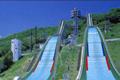 長野冬季オリンピック、ジャンプ競技会場。スタートタワーまでリフトで登り、エレベーターを使って内部の見学もできます。白馬村を見下ろす圧巻な眺めが人気です。