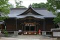 松本市の中心部に位置する明治12年創建の神社です。願いごと結びの神として崇敬を集め、拝殿前には11種の願串が置かれています。10月1日~3日の神道祭は多くの参拝者でにぎわいます。